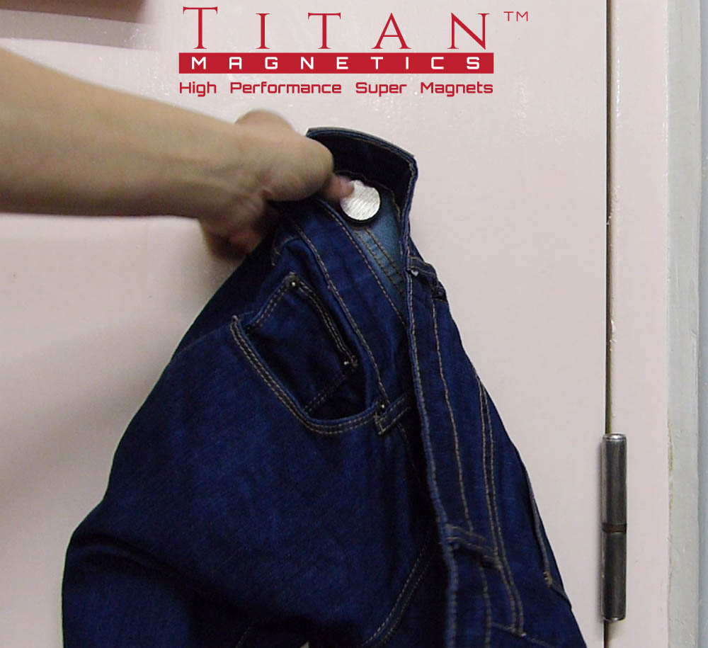 Dia. 30mm Pin Magnet hold a pair of jeans