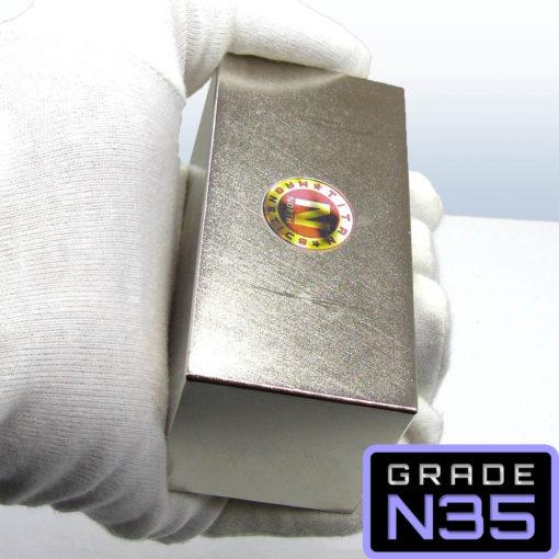 Handling Large N35 Neodymium Magnet