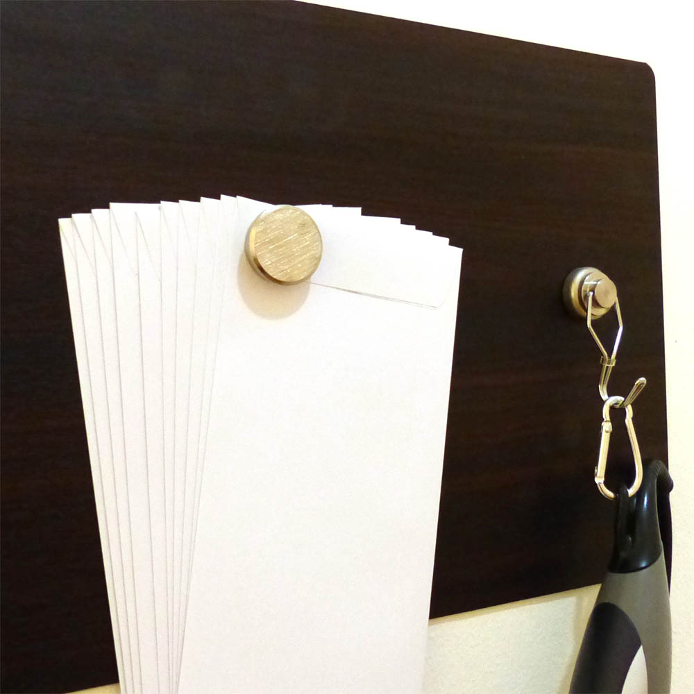 Rare earth pin magnet holds 10 empty envelopes